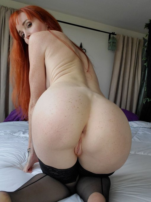 1 pic. What's for breakfast? Ginger pussy or freckled booty? 🔥🔥🔥 this cutie @caelyxofficial 🥕 is so hot