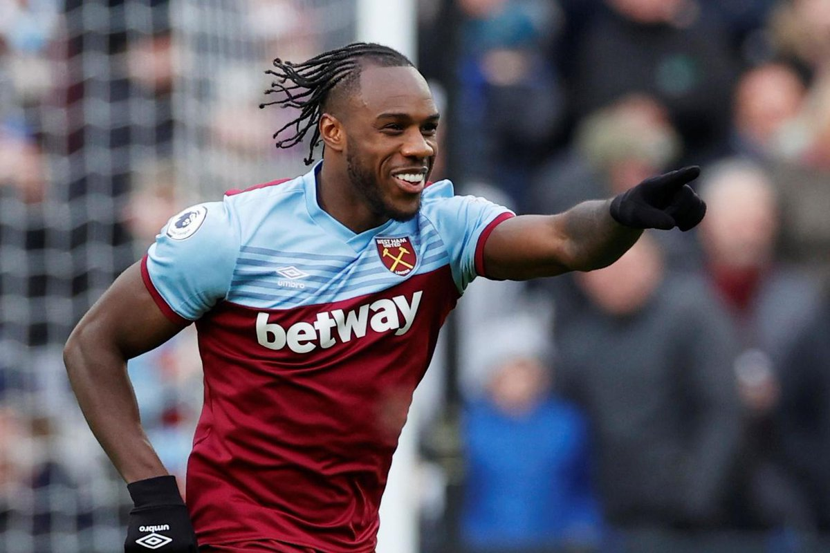 Players who are on their last year are also being weighed up for new deals by West Ham.  Michail Antonio, Mark Noble, Lukasz Fabianski, Fabian Balbuena, Robert Snodgrass & David Martin are all the players being considered.  [@ExWHUemployee] #WHUFC #COYI https://t.co/pdRjhbBWoF