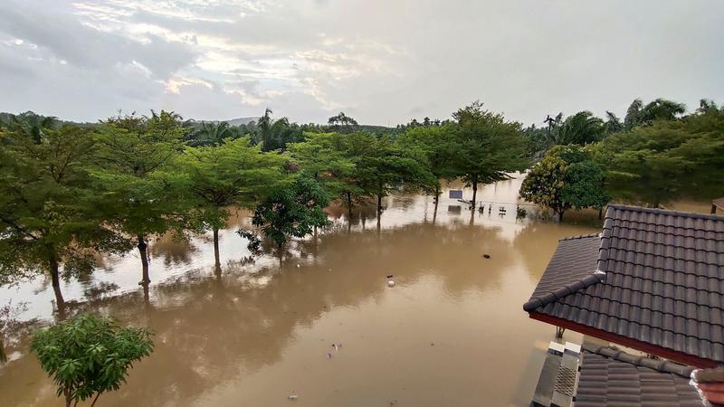 Five dead as flash floods hit southern Thailand https://t.co/aKSYb9tLkg https://t.co/nSXGV7xOJD