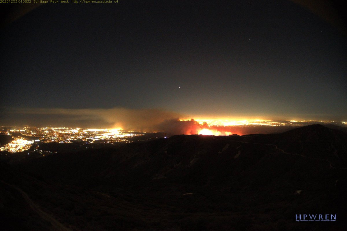 The #BondFire header starting to lay down and spread out compared to earlier this evening. View from Santiago Peak.