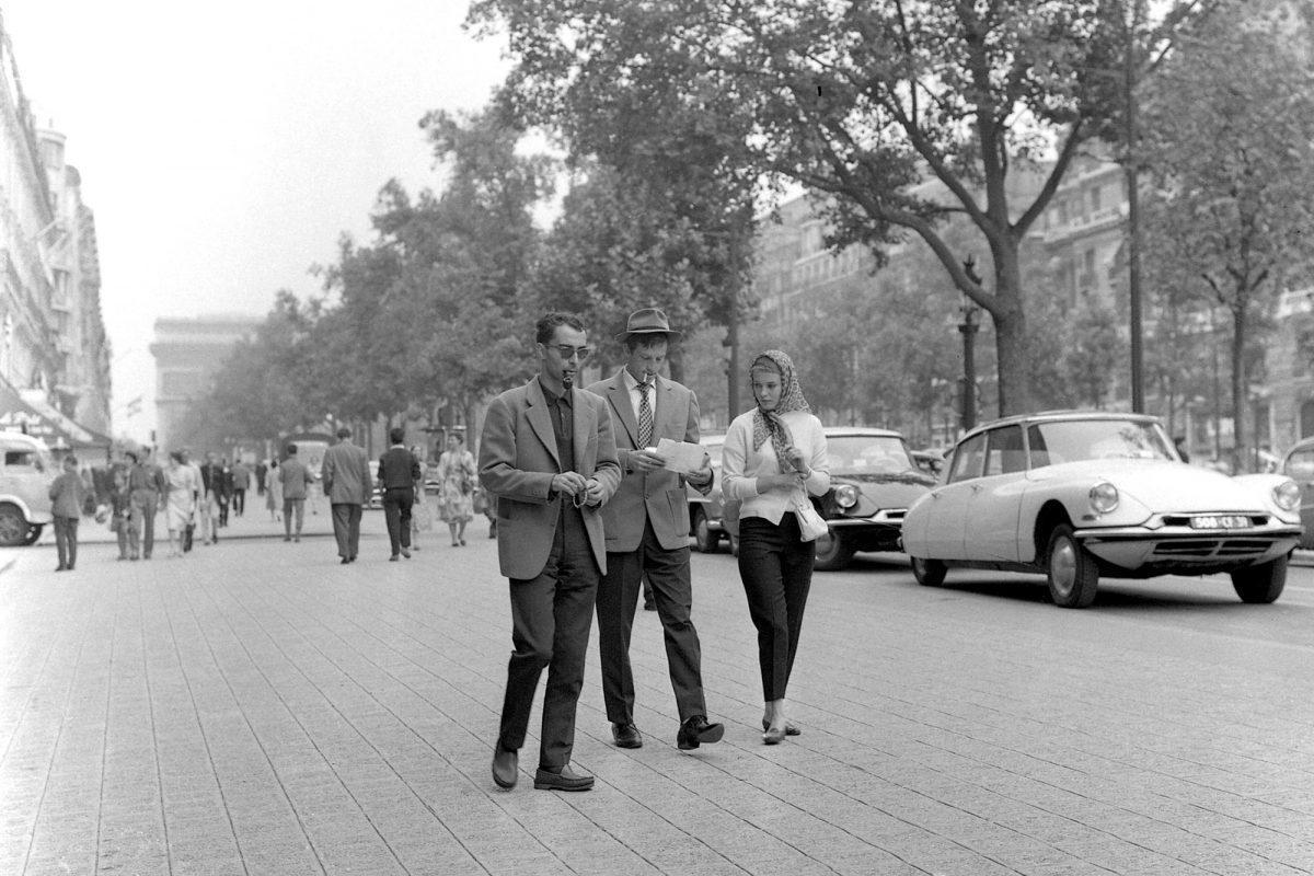 «È ora di smetterla di fare film che parlano di politica. È ora di fare film in modo politico»  90 anni oggi per #JeanLucGodard, padre della #NouvelleVague e di un cinema rivoluzionario. Per festeggiarlo, ecco la nostra #TOP10 dei suoi film migliori! 👉  🎞