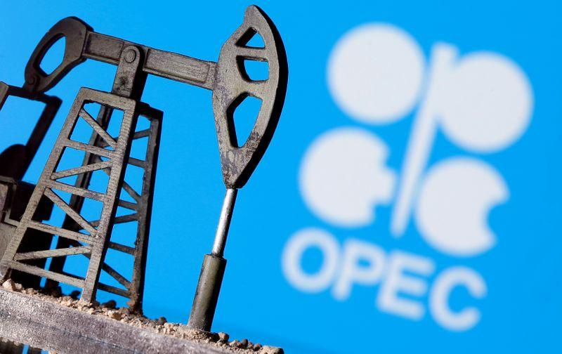 OPEC+ leaning towards oil cuts rollover with gradual increase: sources https://t.co/EJZrfo9ntk https://t.co/Q85uSDYpgS
