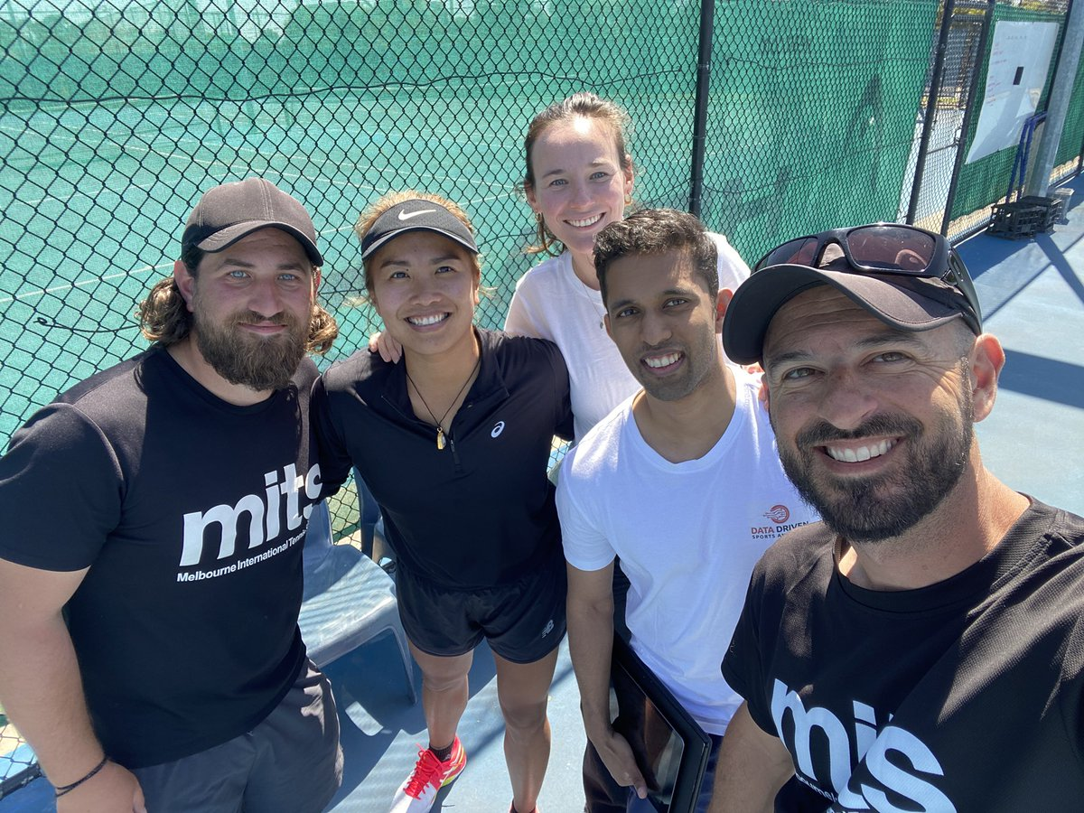 No person has ever achieved the pinnacle without the help of a great team behind them. #teamwestbury #oneinallin #preseason @mitstennis https://t.co/Twx4Y1340V