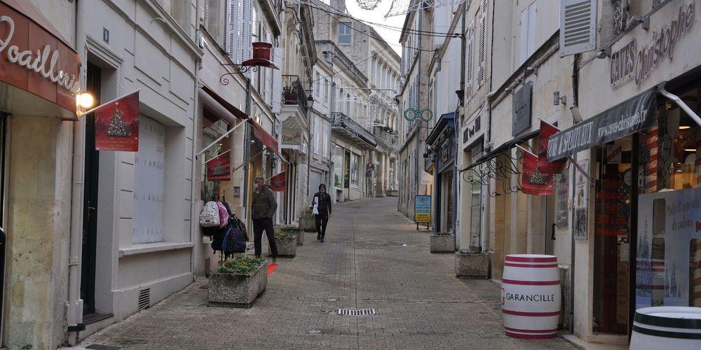 Réouverture des commerces à Jonzac : un grand bol d'oxygène https://t.co/Pb61EeWbsA https://t.co/IGU04tfBRA