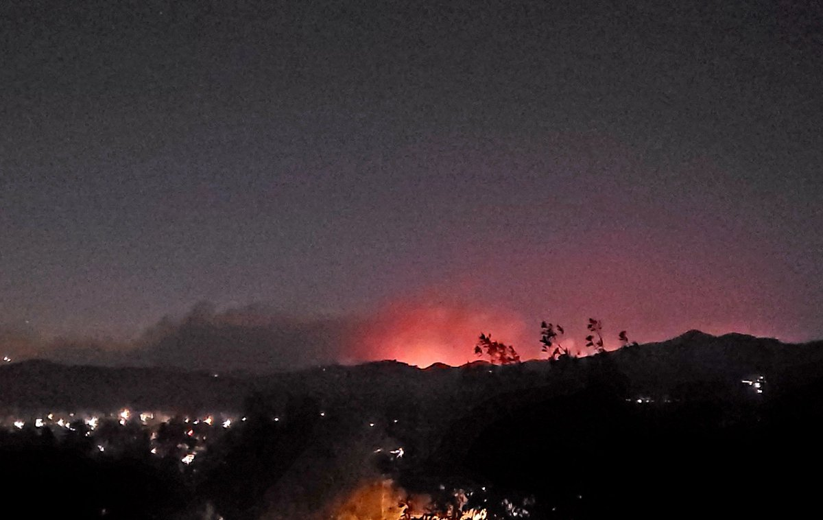 @OCFA_PIO Just woke up to voluntary evacuation orders in Trabuco Canyon.  Picture from our house. #bondfire
