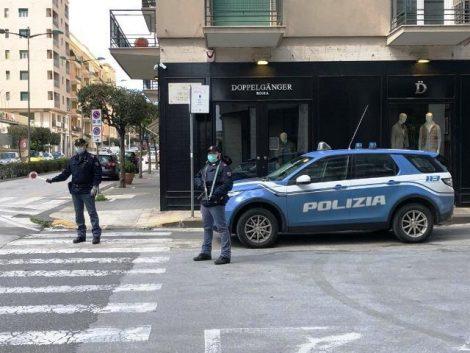 Pestaggio in pieno centro a Siracusa, poliziotto blocca gli aggressori e salva la vittima - https://t.co/AuPlJ0tJLc #blogsicilianotizie