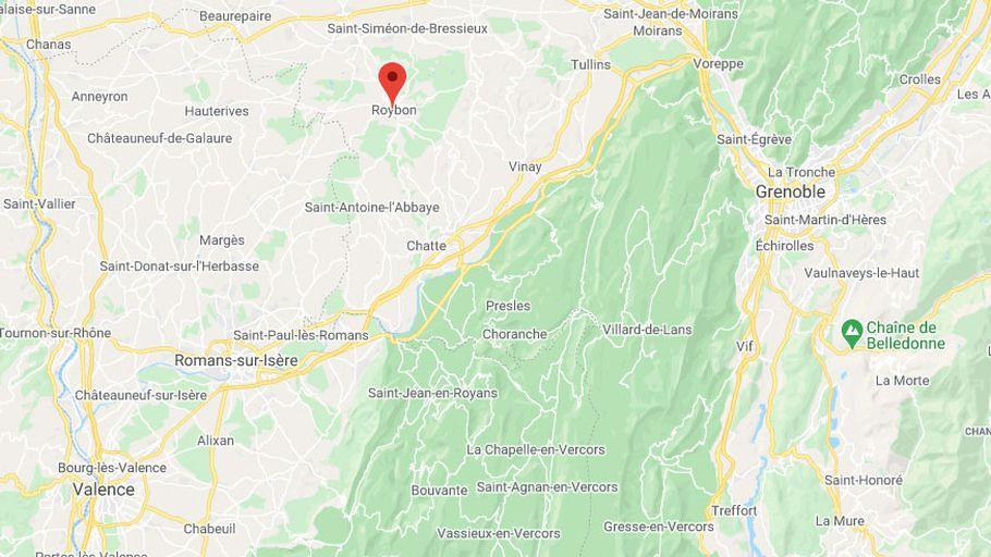 Isère : une dizaine de boutiques saccagées dans le centre-ville de Roybon, cinq jours après la réouverture des petits commerces  https://t.co/UivmHjHLLW https://t.co/sIXRcAf8fZ