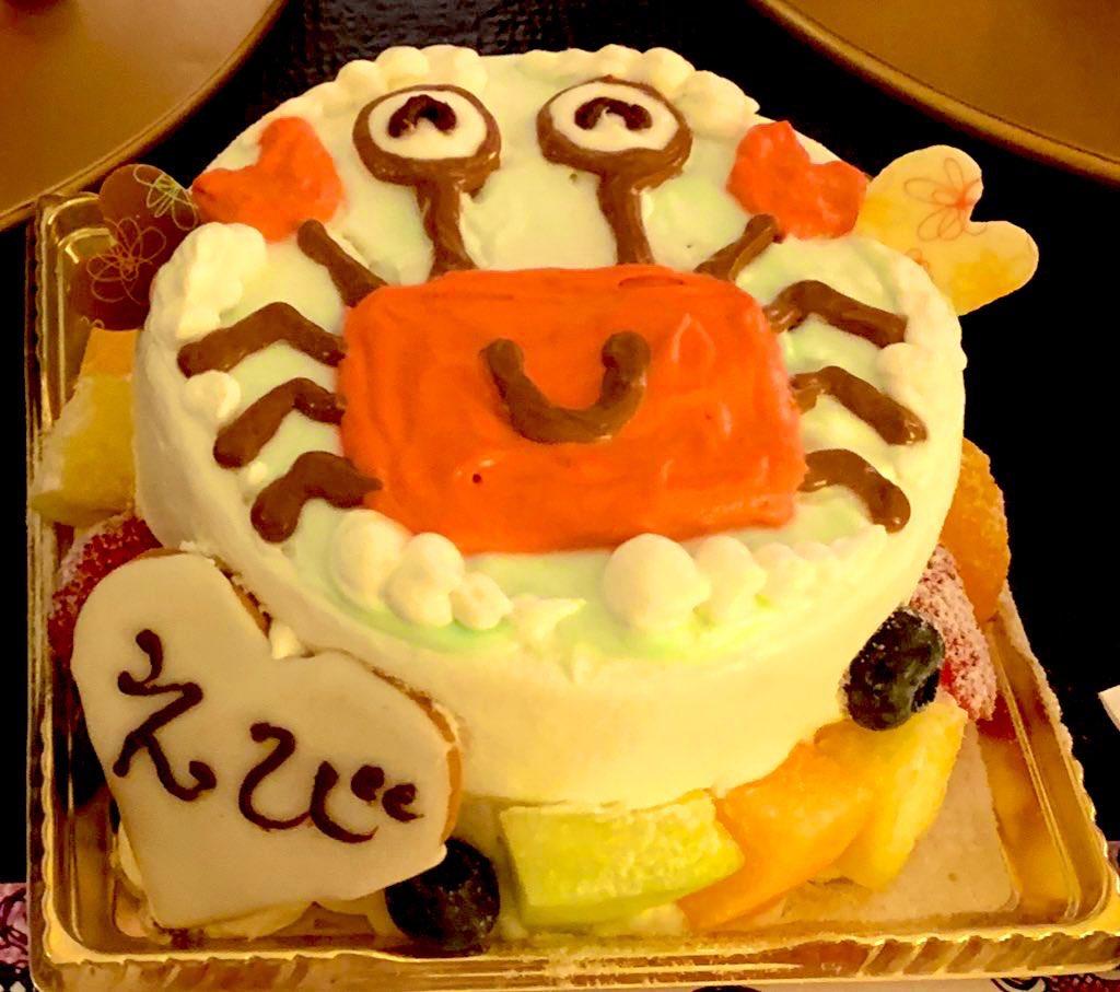 TLに元気がない人が多すぎるから、私の誕生日ケーキ見て元気出して👊
