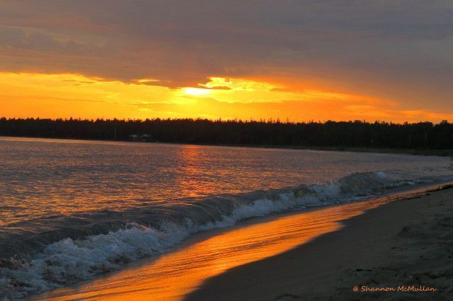 Providence Bay Beach at sunset on beautiful Manitoulin Island. #manitoulinmagic #travel #discoverON #sunsets https://t.co/G4sLn9Hq7e
