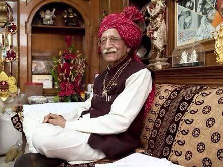दशकों पहले आत्मनिर्भर भारत के मार्ग पर चलते हुए भारतीय उद्योग जगत को सुदृढ़ करने वाले, #MDH के मालिक, पद्म भूषण महाशय श्री धर्मपाल जी को मेरी भावभीनी #श्रद्धांजलि ।  #श्रीराम आपकी आत्मा को शांति प्रदान करे। #MDHRIPधर्मपाल  #RIPMahashayDharampalGulati
