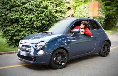 Fernando Alonso and Fiat 500. #Alonso #Fiat  #fiat500  https://t.co/JTlsAGI2oL https://t.co/XYDDFwjifu