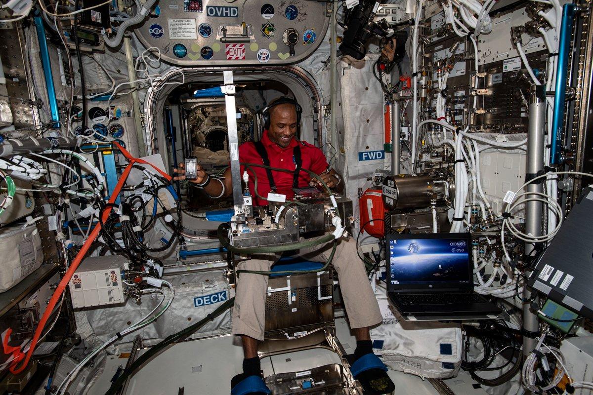 Durante la semana de Acción de Gracias, la tripulación de la @Space_Station trabajó en estudios incluyendo la manera que el cuerpo humano se adapta al espacio y la producción de fibra óptica en microgravedad.  Para más sobre la ciencia espacial: