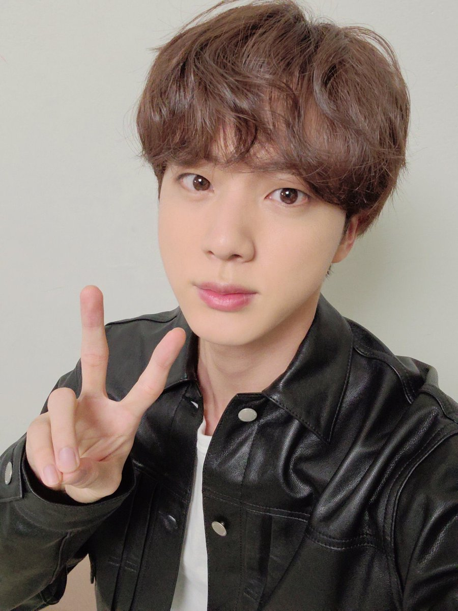 Happy birthday jin🥳🎉 wish you all the best, stay healthy, be happy💘 and thank you for everything. Love you💜  #HappyBirthdayJin #OurSparklingGemJin #OurMoonJinDay #존재로도빛나는_석진아_생일축하해 @BTS_twt