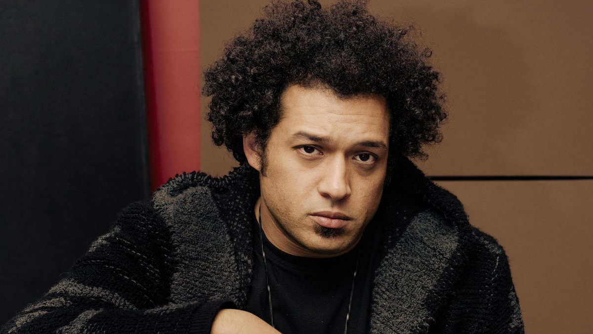 He drums. He composes. He cuts. He pastes. He makes killer tunes from other tunes.  You'll hear Chicago's @MakayaMcCraven TONIGHT on @WBEZ's weekly eclectic music show #RadioZ. 9pm cst 91.5 in Chicago, streaming globally at
