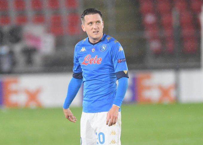 ⏱ 61 | Double switch for the Azzurri ↩️ @MPolitano16 and Zielinski  ↪️ @HirvingLozano70 and Petagna  #AZNapoli 1-1  💙 #ForzaNapoliSempre