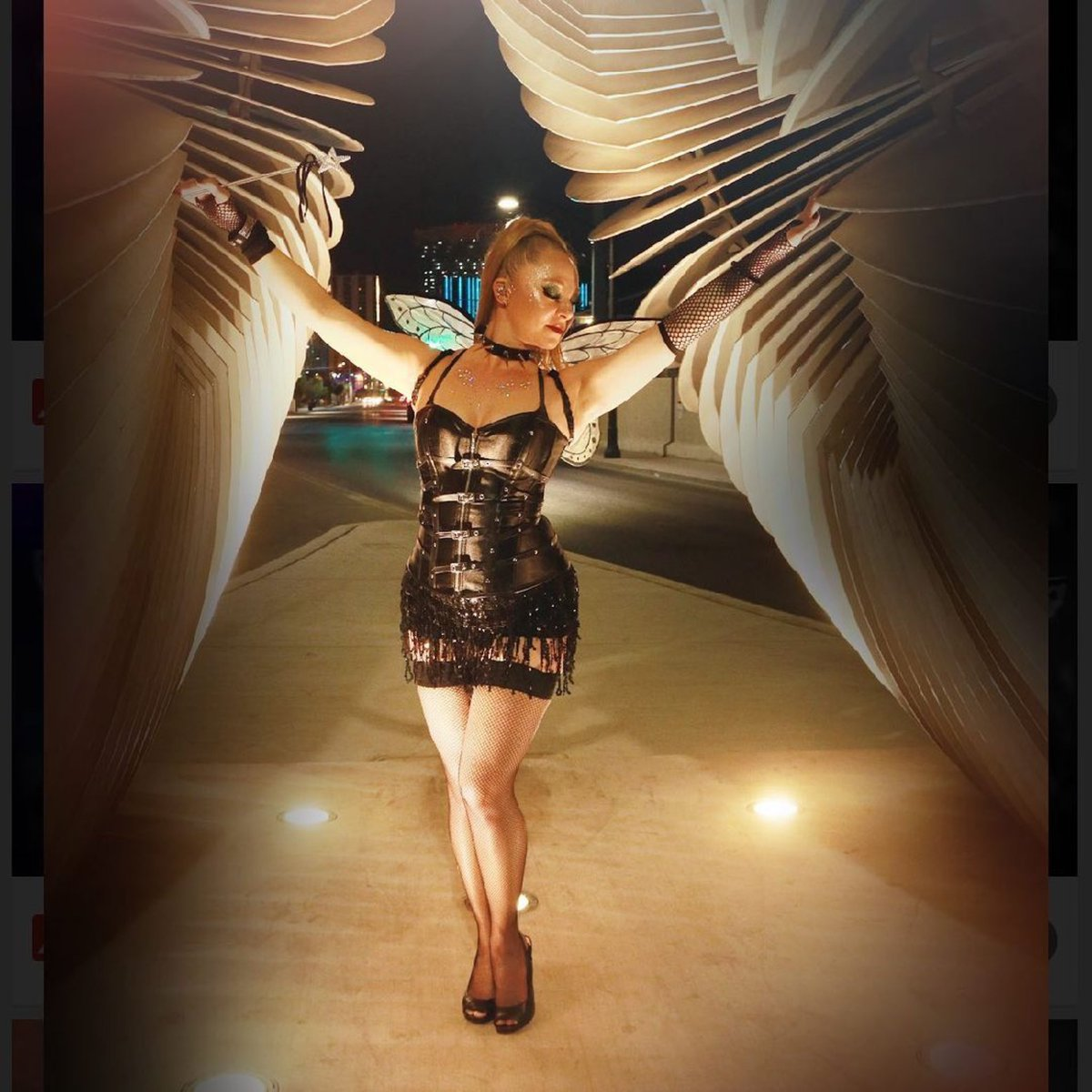 TINKERBELL'S DARKER SIDE 🖤 : BABES IN HEELS:  BABES AFTER DARK 💋 : LOVE THIS PIC 🧚🏼 : #halloween2020 #tinkerbell #vegasartsdistrict #dance #dancer #fitnessinstructor #danceinstructor #pilatesinstructor #fitness   #nightphotography #photography #vegasphotographer  #naughty https://t.co/BJdTSfYlxT