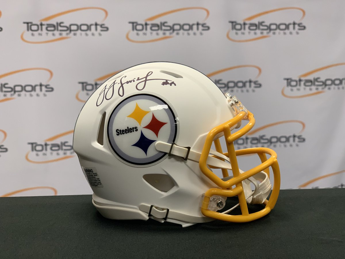 TSE 21 Days of Giveaways: Day #4  Retweet this tweet AND follow us for a chance to win this @TeamJuJu autographed mini helmet!  We'll pick a winner tomorrow!  Good luck!