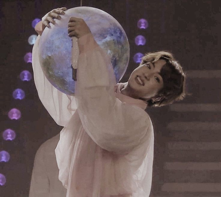 Happy Birthday , Kim Seok Jin ❤️  #OurMoonJinDay #LePetitPrinceJin #OurSparklingGemJin #BrightestDiamondJin #NationalTreasureJin #WinterAngelSeokjin #OurHappinessJin #HappyJINDay #Jinday #1204PhasesofMoonJin  @BTS_twt #BTS