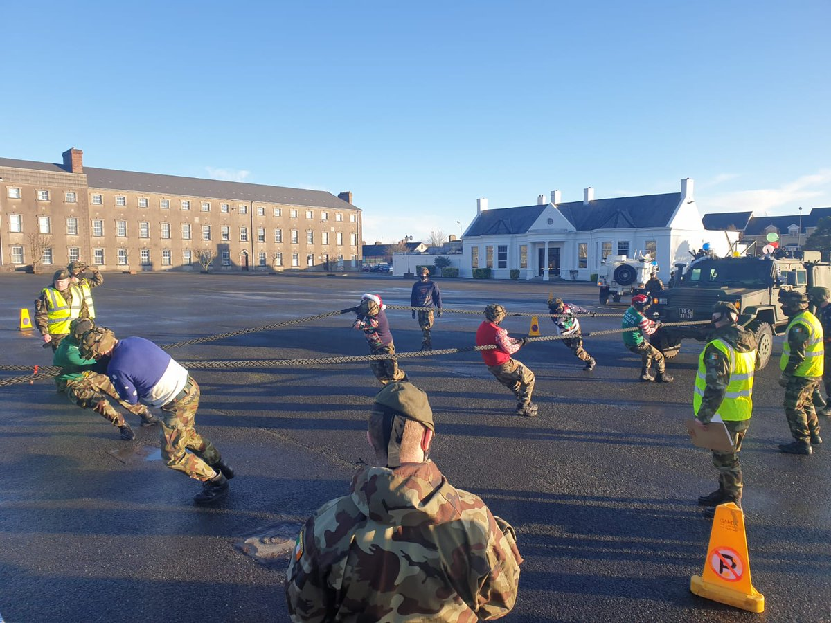 1BCS ran a charity LTAV Pull in aid of the Defence Forces Benevolent Fund in Collins Barracks, Cork today. €243 was raised.  Congratulations to @DF_Engineers 1BEG for finishing first!  #Cavalry #CarpeDiem #óglaighnahéireann #StrengthentheNation #WeAreYou #Army #IrishArmy #Cork https://t.co/Umul31qSkK