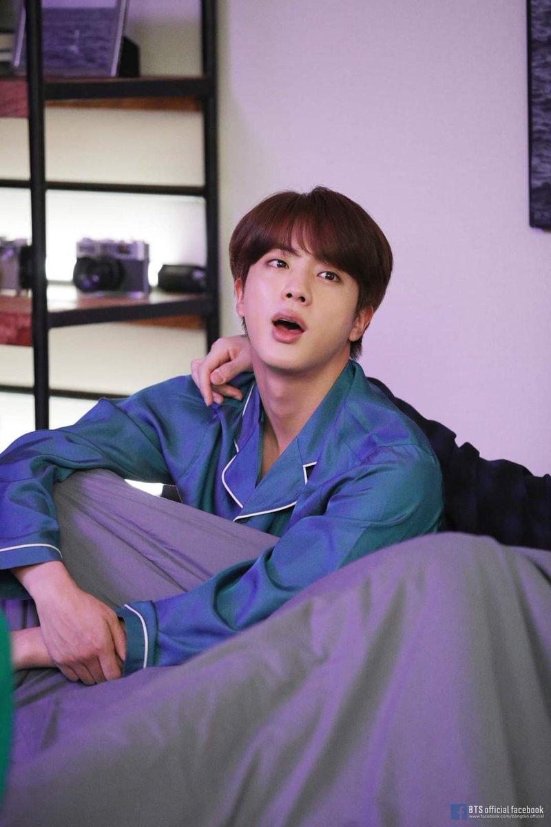 No puedo dejar de ver Twitter por tu culpa Seok Jin jajaja es que me hace tan feliz ver que tanta gente te da mucho amor 🥺💜💜💜 @BTS_twt #JINDAY #HAPPYJINDAY #AbyssByJin #HappyBirthdayJin