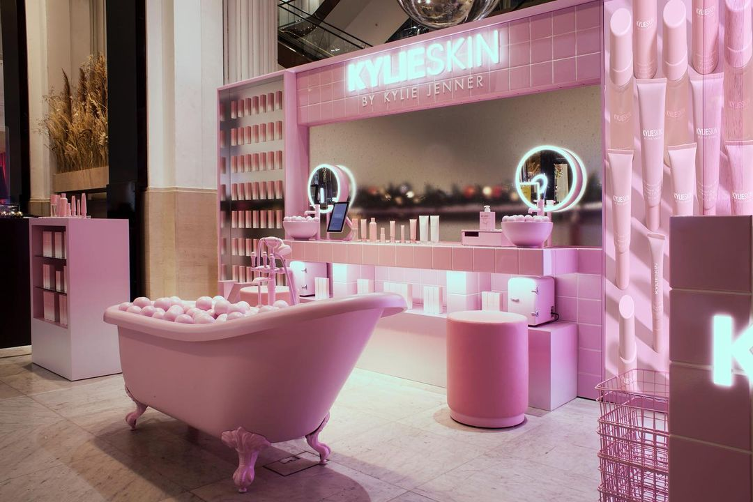 So amazing seeing my @kylieskin displays in Selfridges!! All @Selfridges stores in the UK are officially open now! 🇬🇧💗