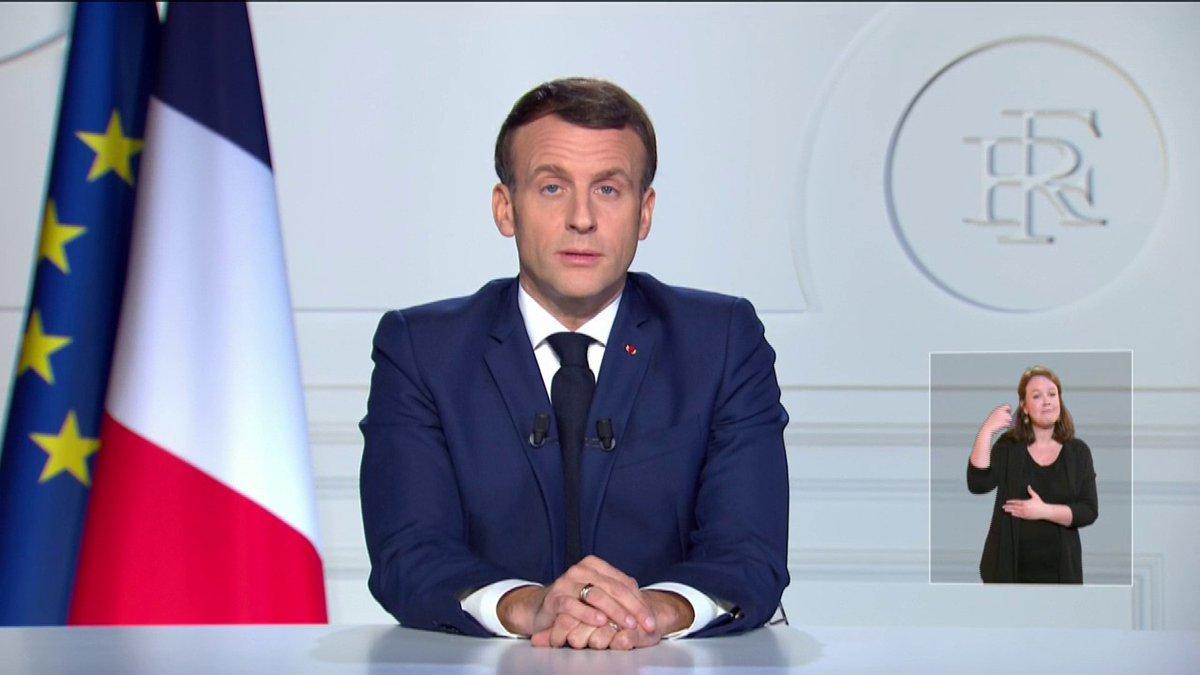 """Valéry Giscard d'Estaing """"a été une figure centrale de l'histoire de notre République"""", salue Emmanuel Macron. """"Si nos vies sont plus libres, c'est aussi à son courage et son audace que nous le devons."""" https://t.co/u263niOjj0"""