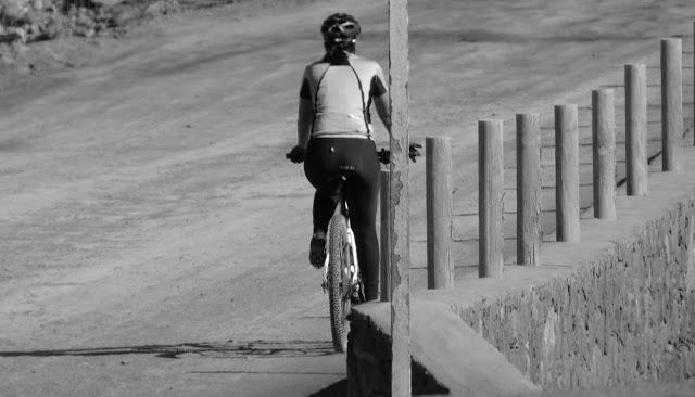 #Ciclista Bici #PuertodelRosario #Fuerteventura #BlackandWhitePhotography #BlackandWhite #Photography ☀️ ❤️#streetphotography #streetphoto #street