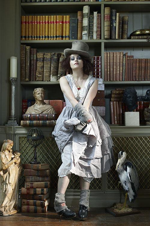 English actress #HelenaBonhamCarter photographed for Harper's Bazaar UK, December 2011. #Photography by #JohnSwannell : https://t.co/H7mhtygcpR https://t.co/xGLa8TohxC