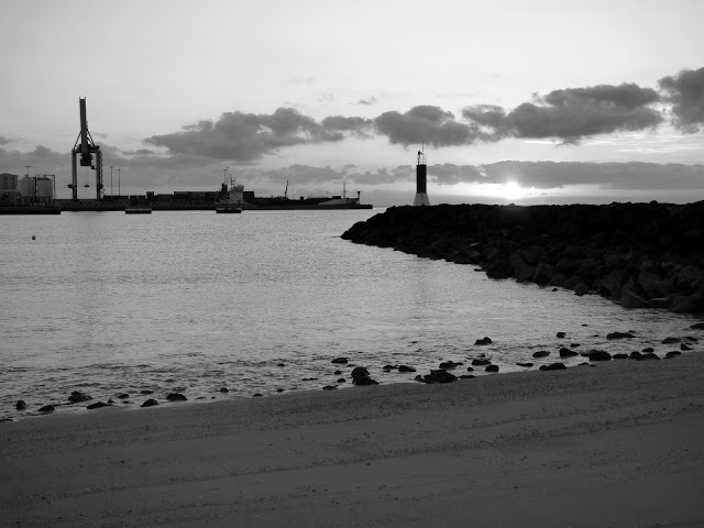 #Amanecer #Sunrises #PuertodelRosario #Fuerteventura #BlackandWhitePhotography #BlackandWhite #Photography ☀️ ❤️#streetphotography #streetphoto #street