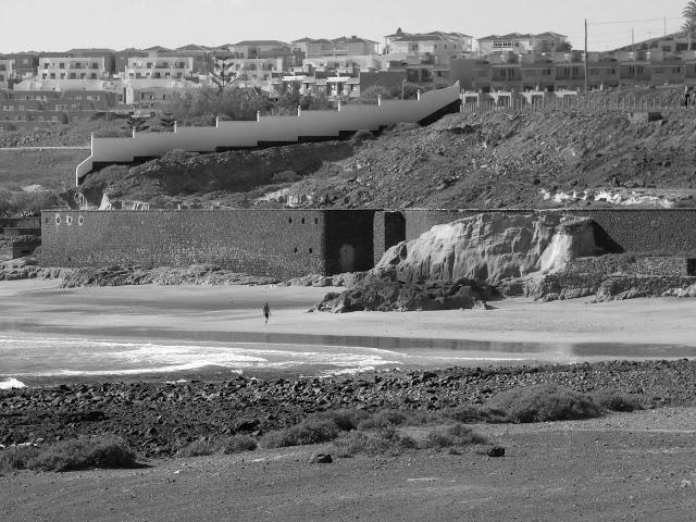 #PlayaBlanca #Beaches #PuertodelRosario #Fuerteventura #BlackandWhitePhotography #BlackandWhite #Photography ☀️ ❤️#streetphotography #streetphoto #street