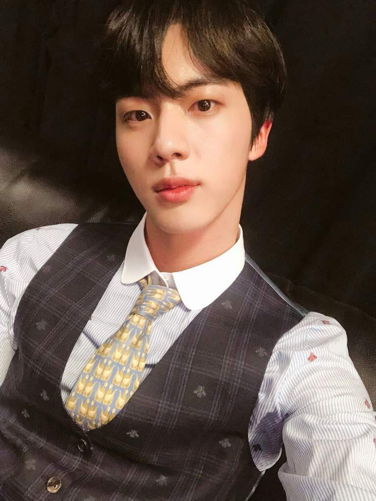 happy bday to seokjin who has the kindest heart & most beautiful voice💜 thank you for helping armys to love themselves and for sharing your personal song with us🥺 we love you endlessly!! be healthy~  #HappyBirthdayJin #OurMoonJinDay #HAPPYJINDAY #OurSparklingGemJin #AbyssByJin