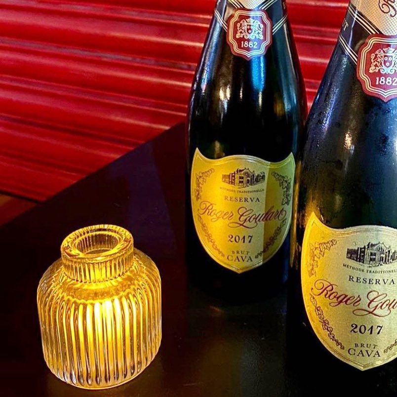 Thirsty Thursday? Every Thursday in December @tokova_restaurant are giving a free glass of cava to every who spends a min £15pp 🥂 .... #thursday #fizz #festivevibes
