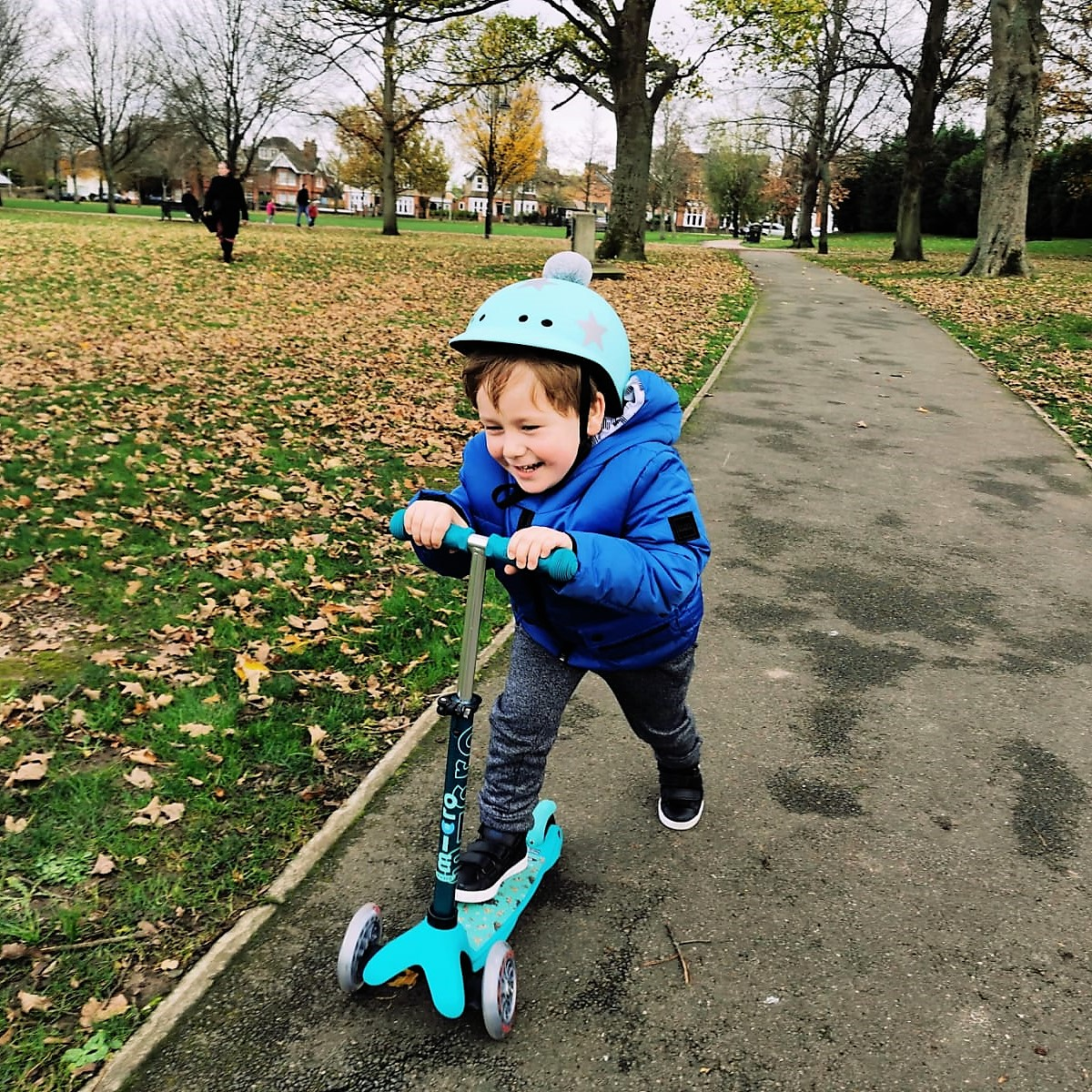 🛴Christmas Giveaway Glowing🛴  To enter RT & FOLLOW FrenchieMummy & @microscooters   https://t.co/WuSKtsgO6B  #microscooters #madeforadventure  #win #freebies giveaway #contest https://t.co/ZKOE0wBxE8