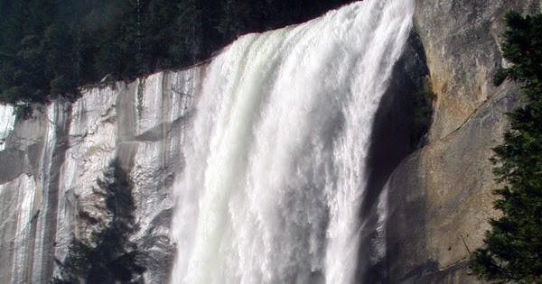 Enjoy hike to Yosemite's iconic Vernal Fall   #yosemite #california #travel  https://t.co/lvKcRAO3LW https://t.co/358xPIzsPb