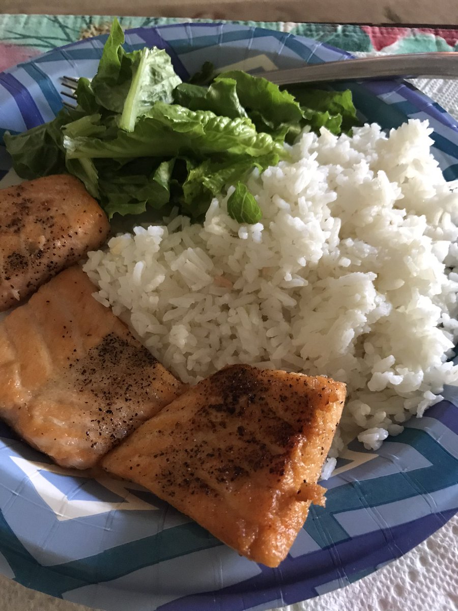 I'm currently visiting my grandparents 👵🏾👴🏿 and my grandmother made some delicious salmon 🍣 brunch for us. She gave me a very special plate for me! Yummy! 😋🥰😋   #salmon #dish #foodpic #food #brunch #foodphotography #PhotoOfTheDay #fish https://t.co/1bcb8RIIfG