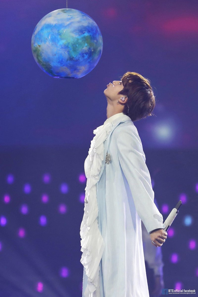 Happy Birthday beautiful moon, thank you to shine for me everytime when I need your light the most 💖 I love uuuu... #JINDAY #HappyBirthdayJin #HAPPYJINDAY @BTS_twt