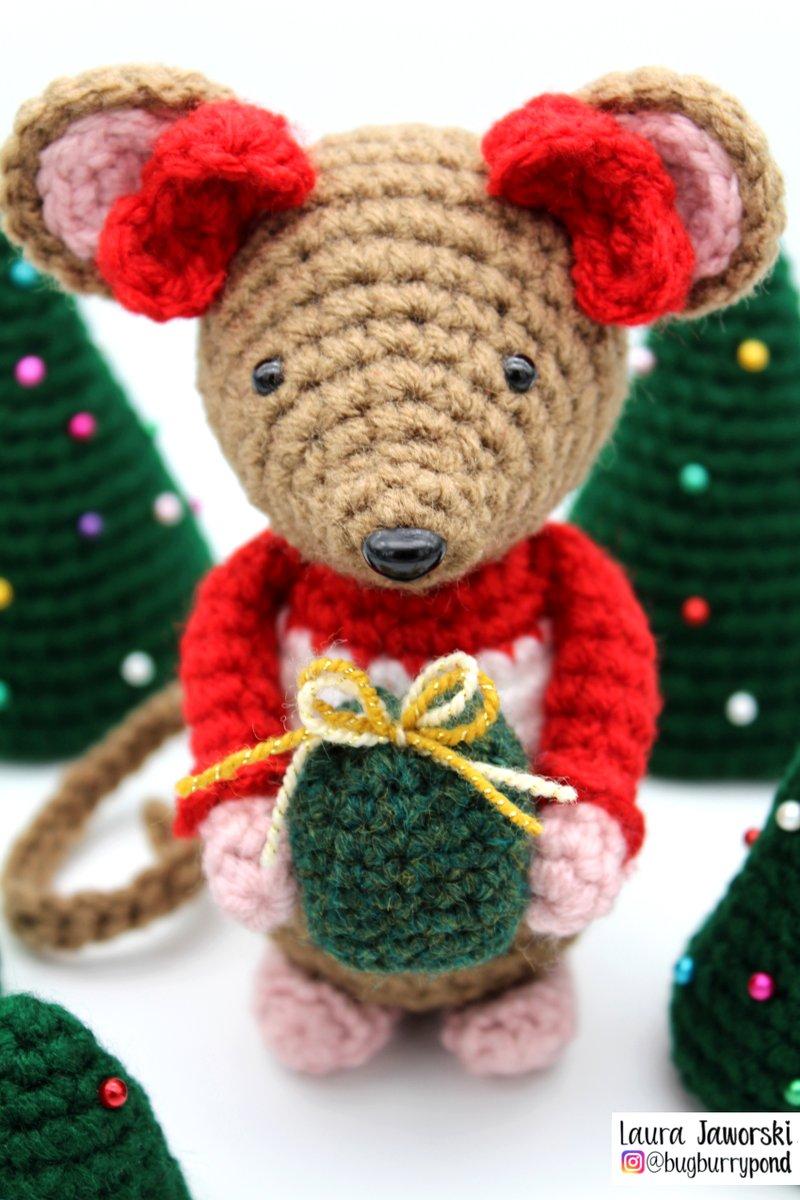 Little Holiday Mouse by Laura Jaworski 🎁 #crochet #amigurumi #christmastime #happyholidays #happyholidayseason #festiveseason #festivevibes #laurajaworski #laurajaworskicrochet #namaste 🙏