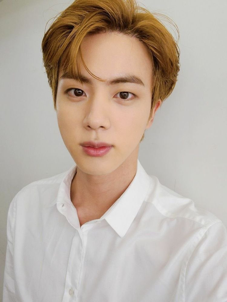 Happy birthday to the best boy! I hope you're spending this day happily! I wish you all the best, I hope you'll live a long, happy life full of laugh and love ❤️ thank you for everything, I purple your 💜#HappyBirthdayJin #OurHappinessJin #OurMoonJinDay