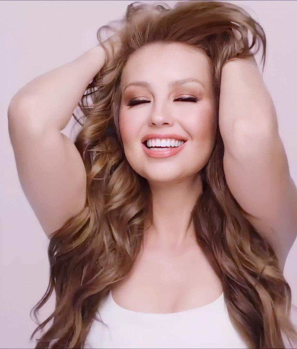 @thalia #love #thalia #thalía #thaliachallenge #ticktock #laluz #tencuidao #yatumeconoces #lifestyle #likeforlikes #like4likes #photography #photooftheday #photographer #makeup #tiktok #instagood #instagram #music  #thaliasodicollection #sodimiranda1803 #mdcthalia #model