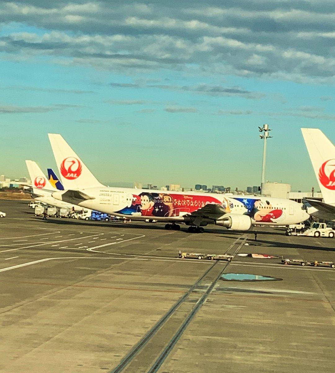 ミッキーのFANTASIAパッケージもみた! JALだからなのか機内で「嵐にしやがれ」観れた。欲を言えばTOKIO兄さんが観たかったけどやむなし。 https://t.co/aUy6dFVFps