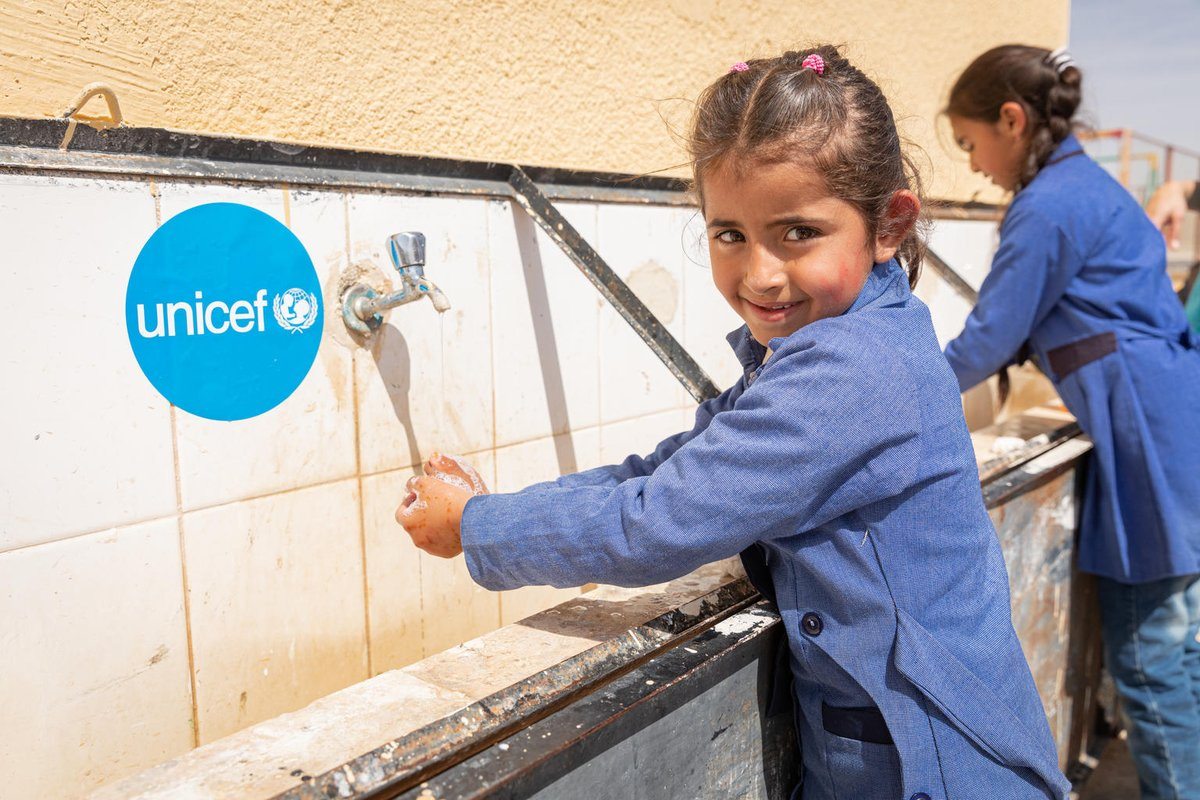 2020 has been a catastrophic year for the world's children, many of whom have been affected by #COVID19, the climate crisis & conflict.  In response, @UNICEF has launched its largest-ever emergency appeal & hopes to support 190+ million children in 2021.