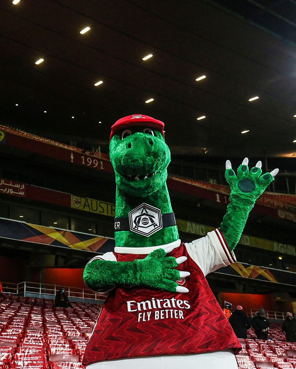 Hello... Happy to see your back #gunnersaurus at Emirates tonight. Thanks for supporters atmosphere. Great responsibility @arsenal performance tonight 🔴 #YaGunnersYa