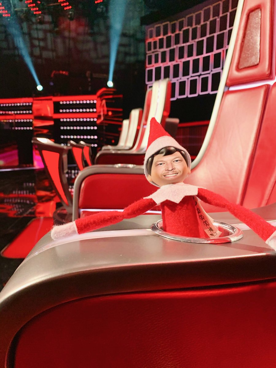 Well would y'all look who made a visit to my chair! 😂 Who's tuning in to @nbcthevoice's Holiday Special tonight?! #TeamBlake #SheltonOnTheShelf