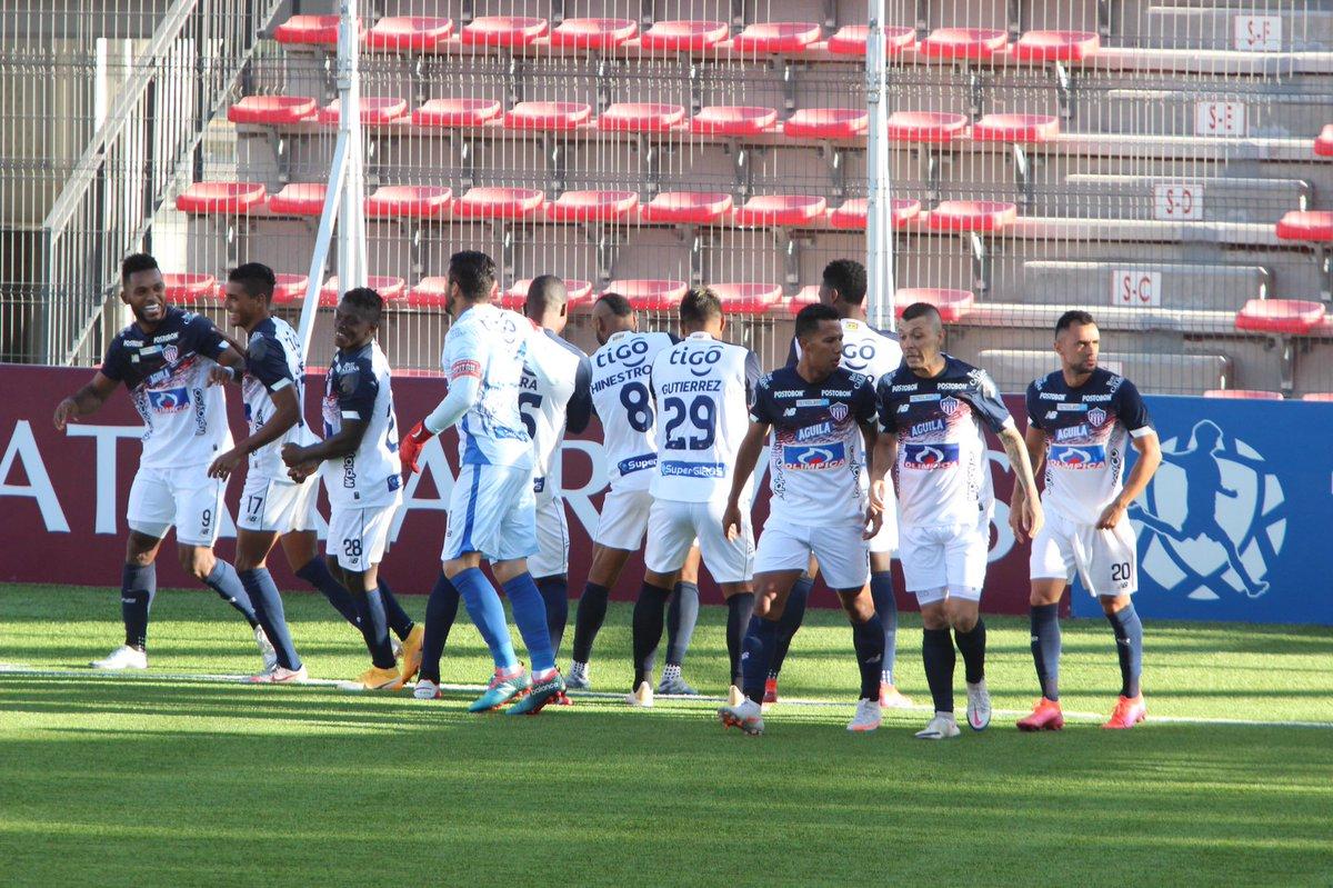 #YoEscuchoElVbarCaracol  ⚽👏 ¡Clasificó Junior¡  🦈 El equipo 'tiburón' tiene pase a cuartos de final de la Copa Sudamericana.  🗣️Cayó 2-1 ante Unión La Calera en Chile (global, 3-3) pero se definió desde el punto de penal y se impuso 4-2  📻 Sintonice: Lunes a viernes, 2 a 4 pm