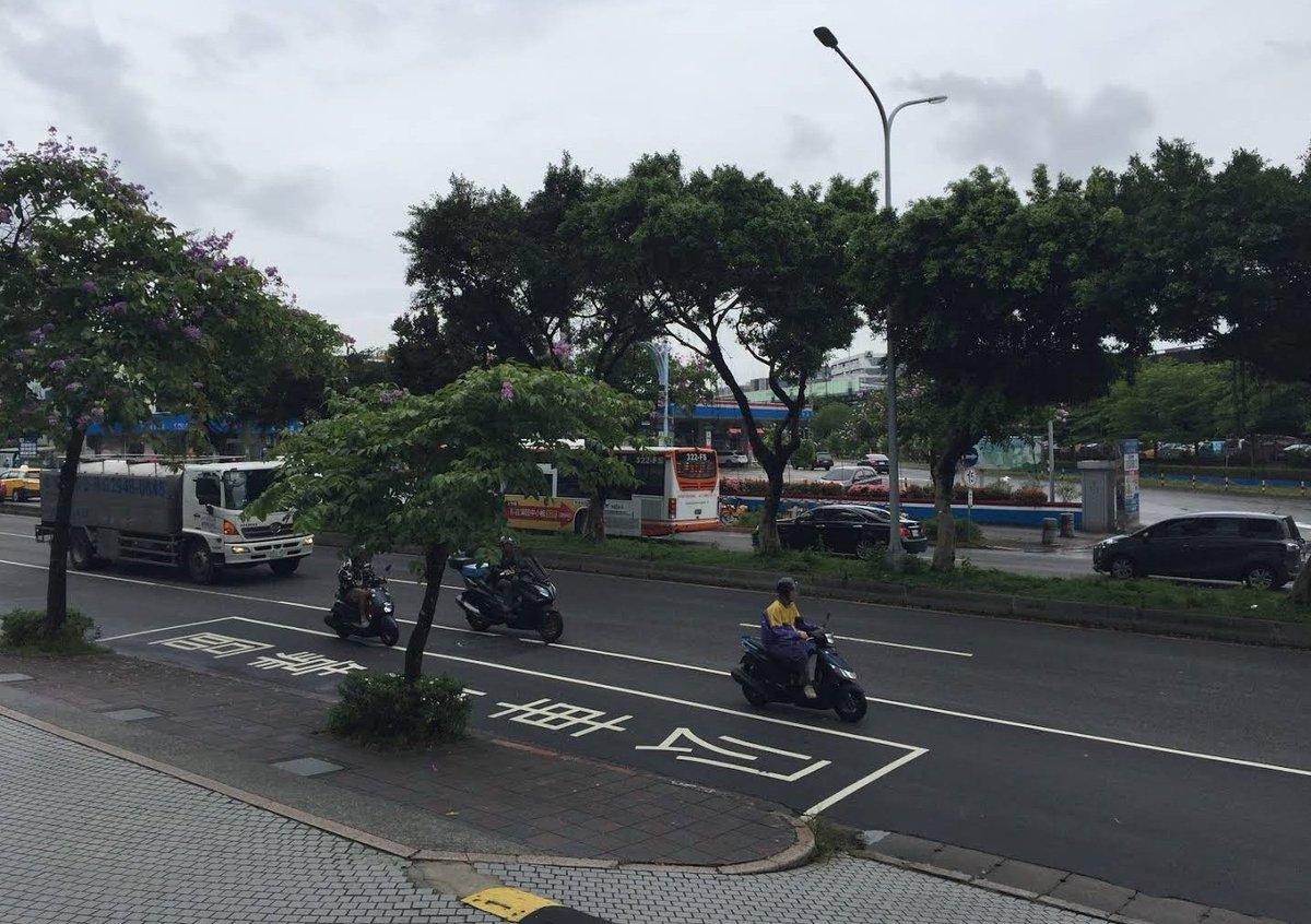 @zmTNTQ ここは台湾の中天新聞台前ではないでしょうか。Googlemapに掲載されてる写真と比べると同じ場所だと思いましたが。 https://t.co/Dhbq1gDqvn
