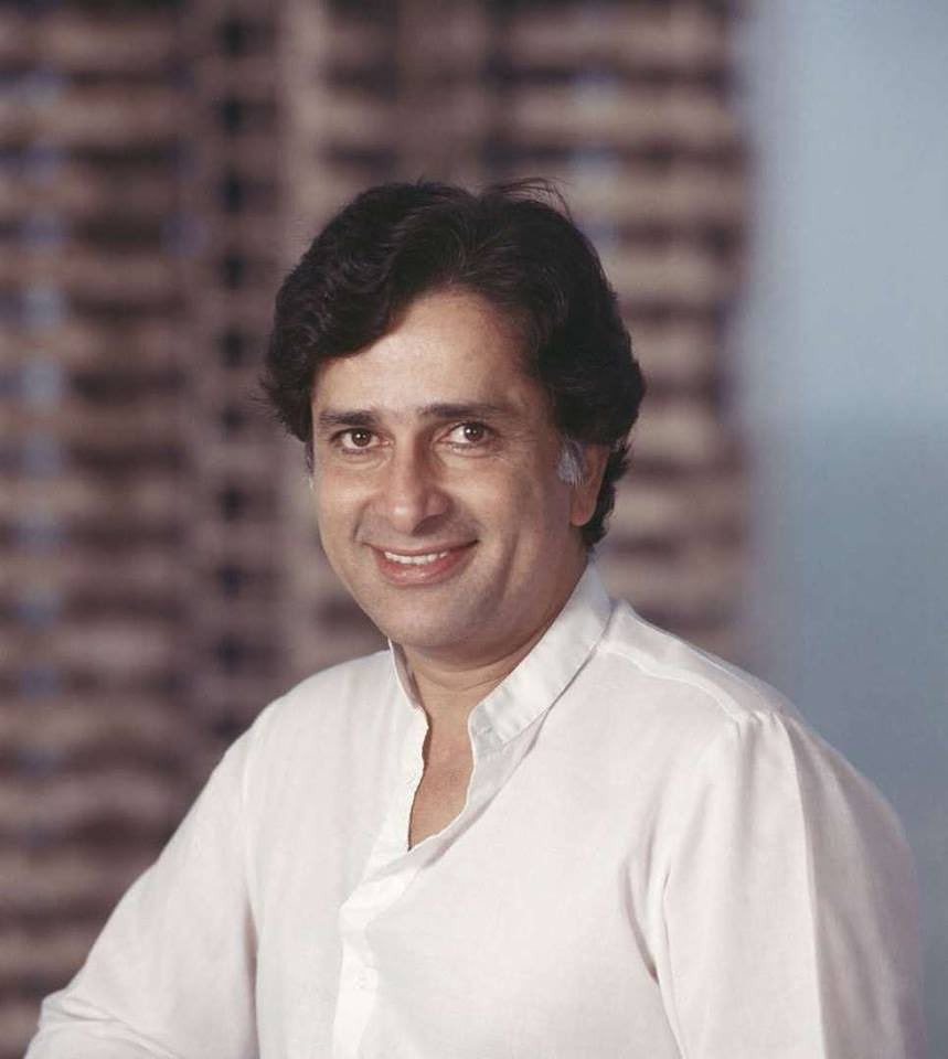 Remembering the ever charming actor of Indian Cinema #ShashiKapoor on his Death Anniversary..Constantly entertained us with his quality work Forever in our hearts   #IFTPC #SajidNadiadwala @JDMajethia @rtnjn @RameshTaurani @nrpachisia @Vijay_Galani @tsunami_singh #SureshAmin