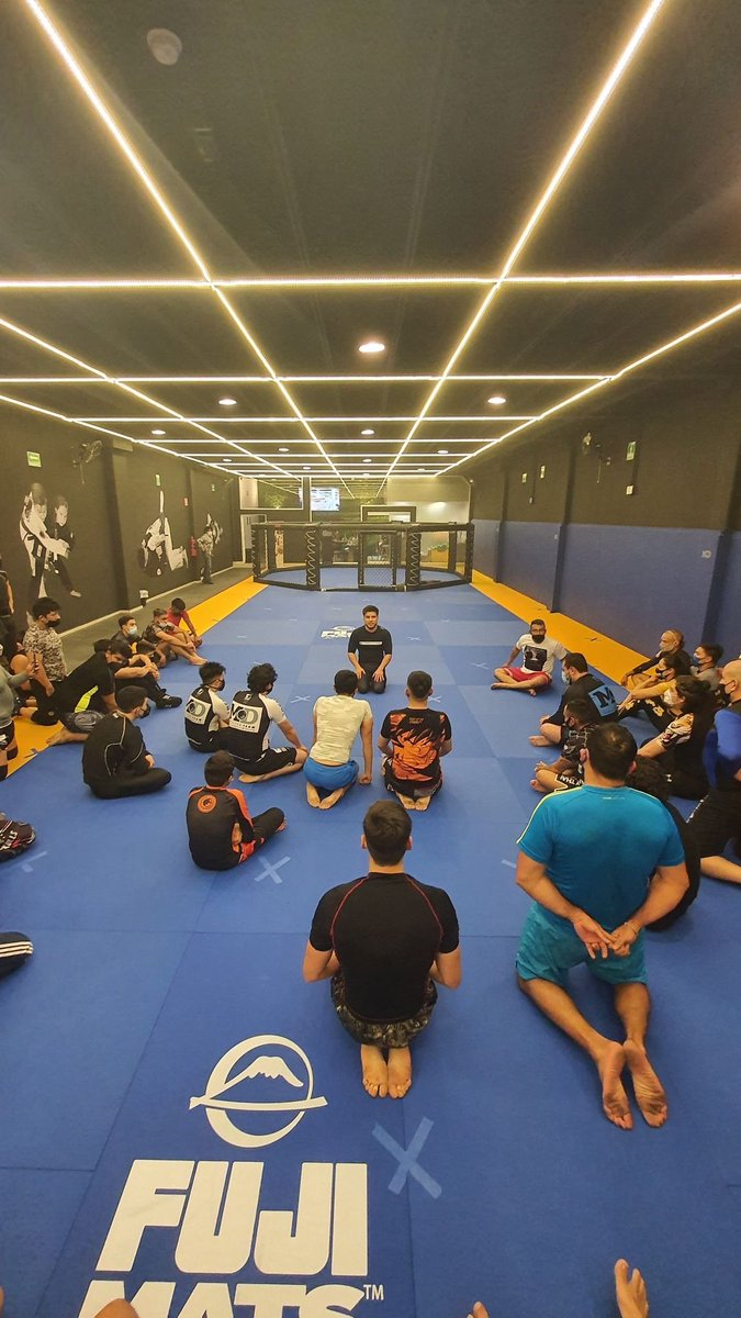 Seminario de apertura de MD self defense academy Pedregal / renzo gracie mexico con el triple C @HenryCejudo https://t.co/XVdvHv3jGF