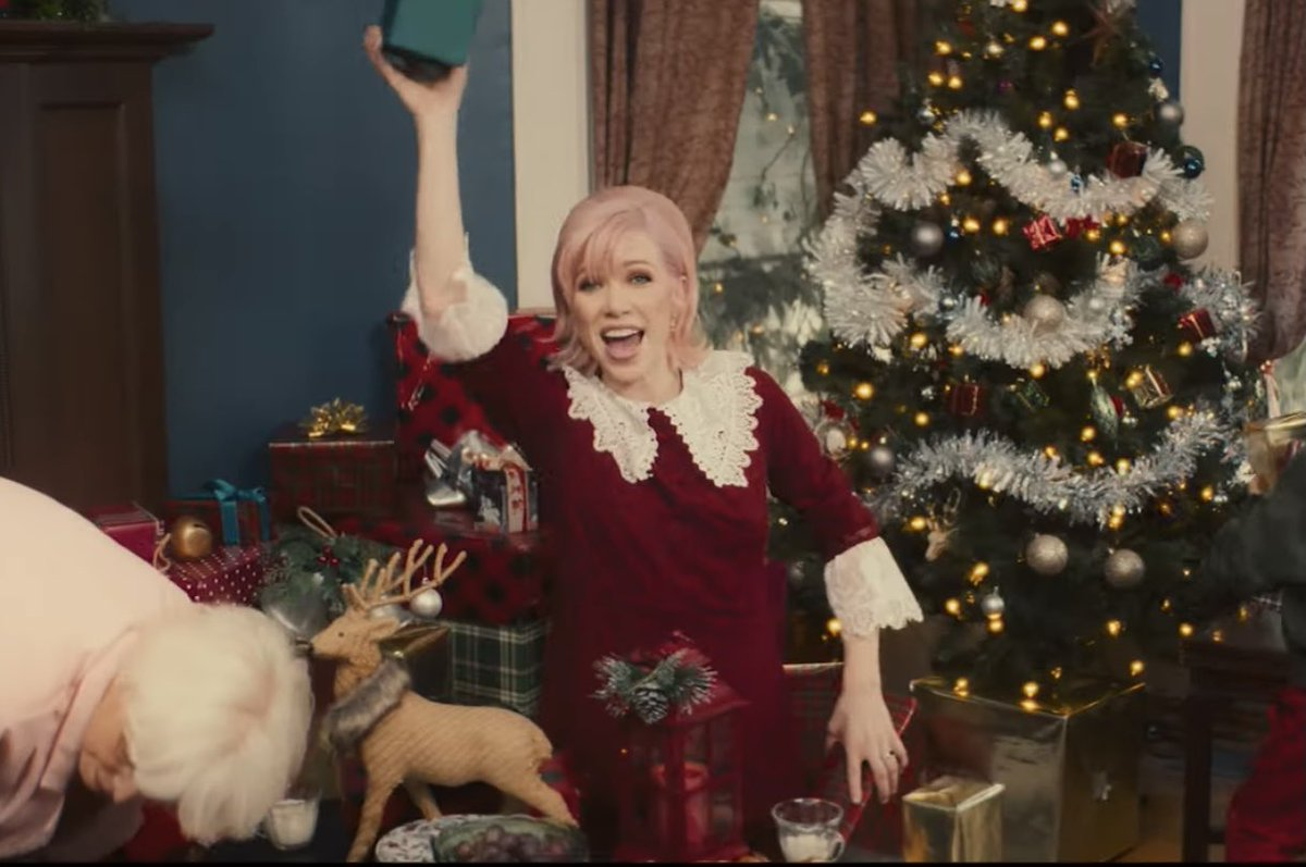 We just don't deserve @carlyraejepsen and that's a fact! #ItsNotChristmasTillSomebodyCries