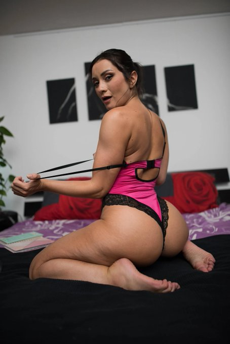 As much as @ValeBiancoxx likes keeping her lingerie on though she would rather strip naked and let you
