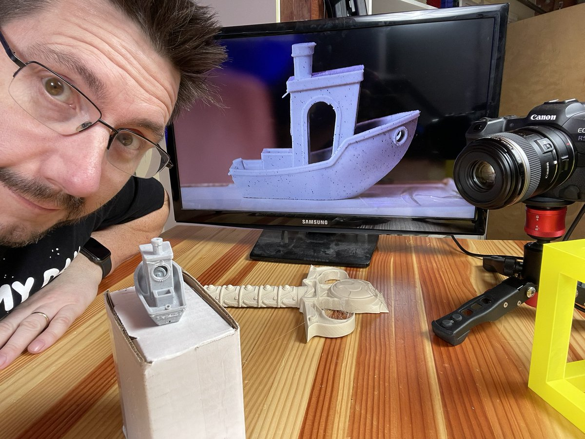 joeltelling - Getting some macro shots of prints from the @Creality3dprint CR-30 / @RealSexyCyborg #3DPrintMill for the video this Sunday.   Hey @UncleJessy4Real you left a comment on the previous video saying this Benchy was great, people replied asking if that was a joke.  No joke.